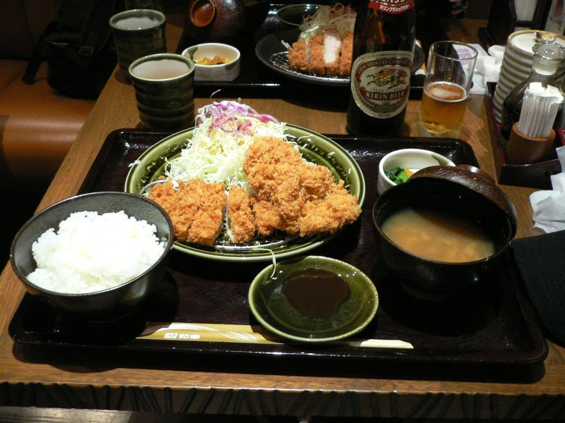 Tonkatsu_set_by_cathykid_in_Tokyo