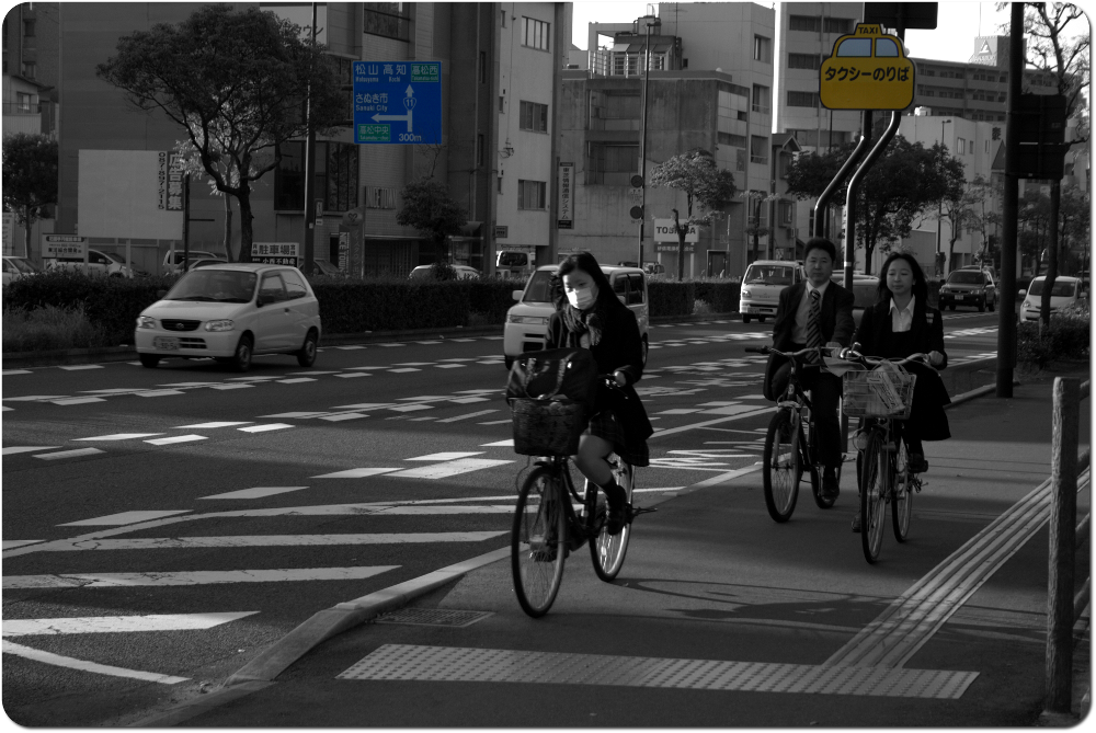 un jour une photo - japan streetlife devant le ritsurin koen